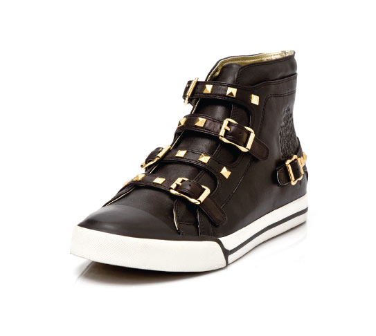 Chuck Buckle in brown leather with gold studs and buckles