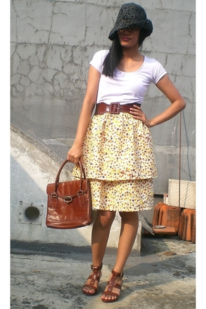 A Girl from Ipanema: she is a sewing newbie and made the skirt herself!