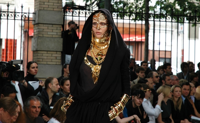 Givenchy Haute Couture courtesy of JAK & JIL BLOG